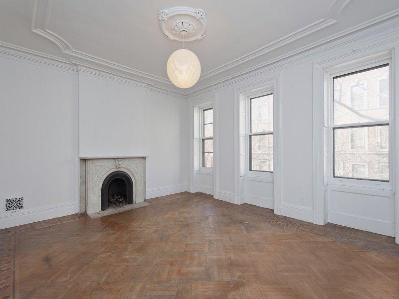omg so sieht carrie bradshaw 39 s apartment wirklich aus grazia deutschland. Black Bedroom Furniture Sets. Home Design Ideas