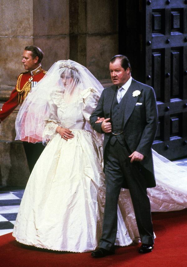 Prinzessin Diana: Designerin ihres Brautkleides launcht neues Label
