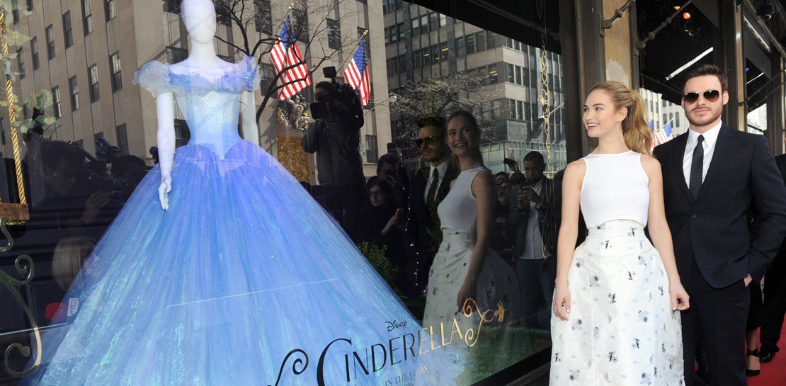 Cinderella-Diskussion: Alle reden über die Taille von Lily James ...